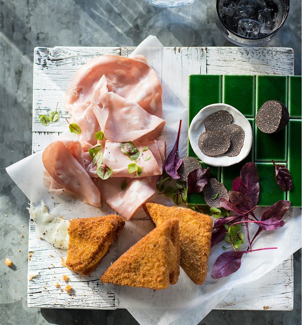 Crumbed sandwich with mortadella