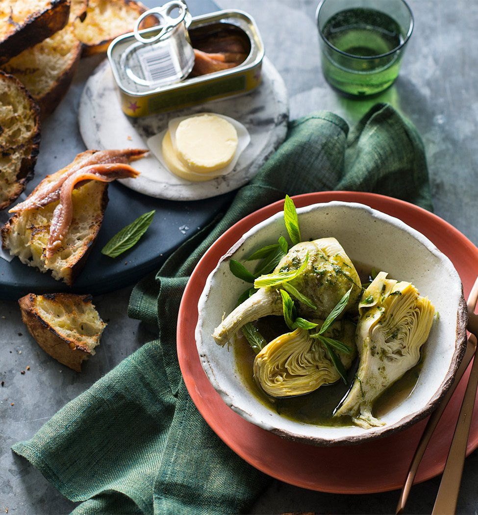 Anchoives in tin - with artichoke
